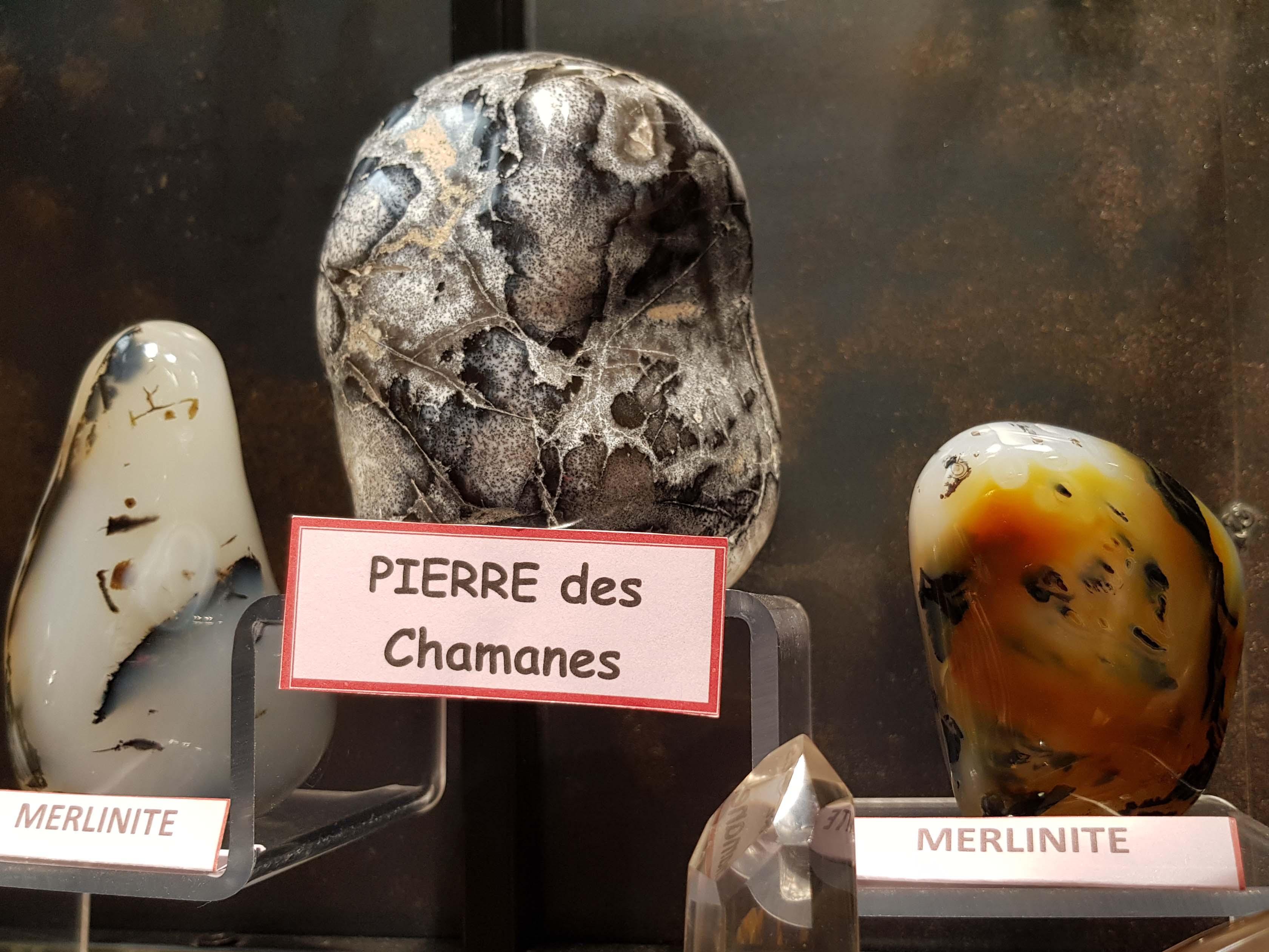 formes libres merlinite
